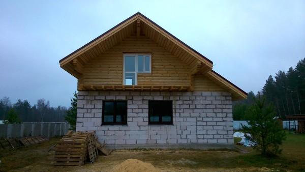 Фото: Комбинированный дом из бруса и пеноблока