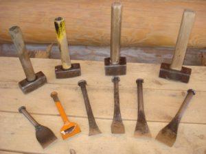 Фото: инструменты для конопатка деревянного дома