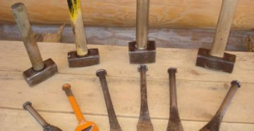 Фото: Виды инструментов для конопатки сруба