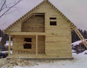 Фото: дом из строганного бруса естественной влажности